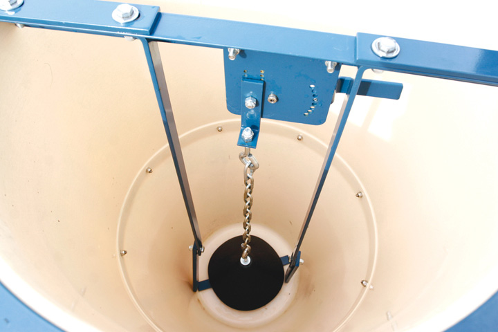 Hog Slat® Round Fiberglass feeders feature Select-A-Flow adjustment for precise feed control and internal bump bars that are activated during feeding to prevent bridging in the hopper.